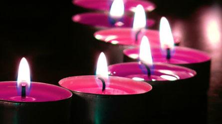 Fotografía de velas color fucsia